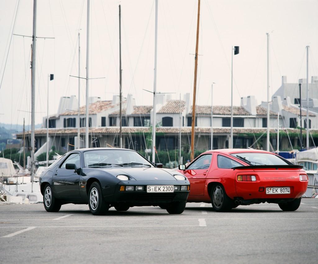Porsche 928 Coupé (gauche) et 928 S Coupé (droite) (1982)