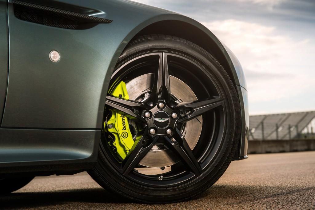 Aston Martin Vantage AMR V9